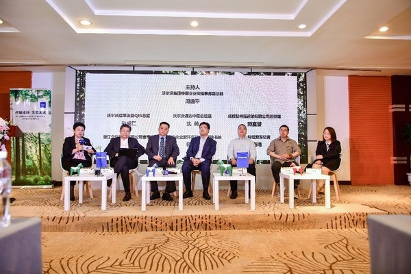 Panelists (from left): Inge Zhou, Vice President of Corporate Communications of Volvo Group China, Cao Weiguo, Chairman of Zhejiang Liyang Machinery Co., Ltd., Denny Shen, General Manager of Volvo Penta China, Bradley Sun, Director of Quality, Environment and Safety of Volvo Construction Equipment Shanghai Plant, Lai Shiqian, General Manager of Chengdu Kaiterui Transportation Co., Ltd., Yang Biao, Deputy Secretary-General of Beijing Entrepreneur Environmental Protection Foundation, Yang Haiyan, Senior Journalist of Yicai