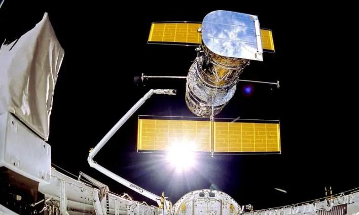 Hubble Uzay Teleskobu Konuşlandırıldı