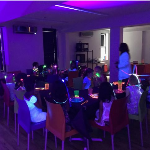 kids at science and tech STEAM activities party