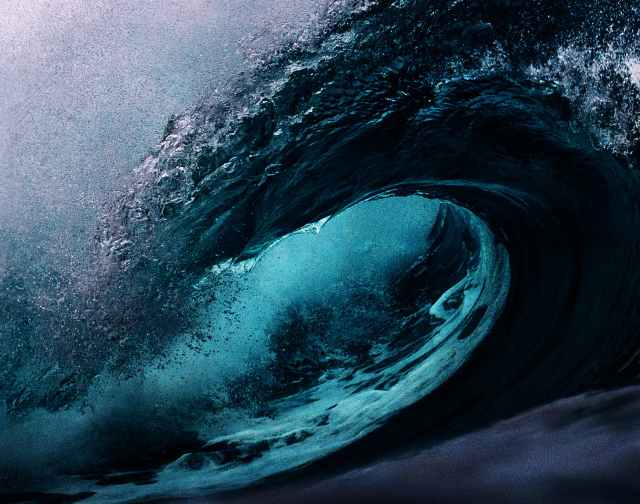 focus photography of sea waves