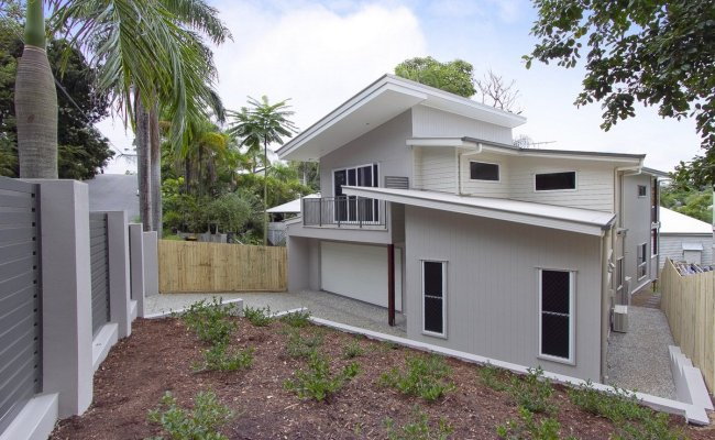 New Home Built On Narrow Sloping Block Scm Projects
