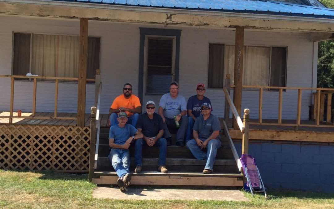 Volunteers build roof in Appalachia