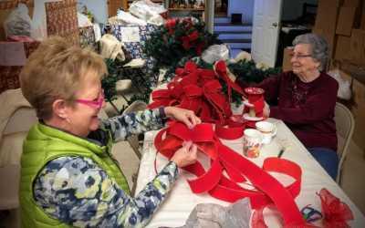 Sisters prepare for Appalachian Christmas