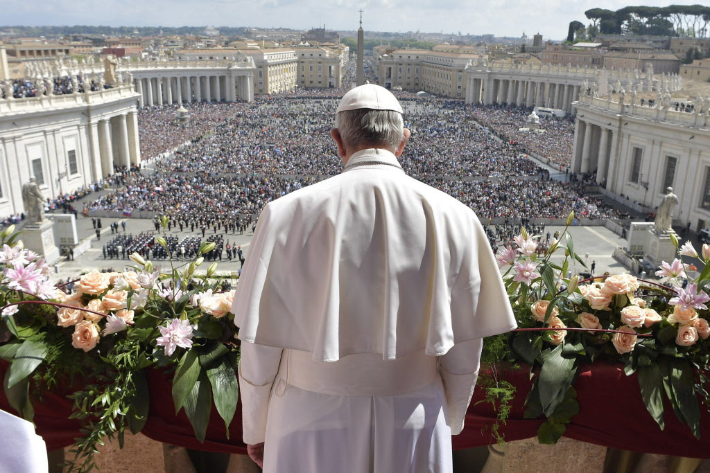 In Easter message, pope warns against the spread of conflict