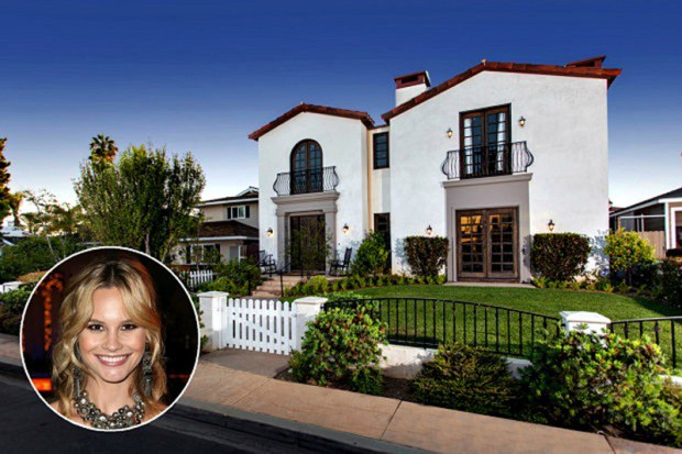 Meghan King Edmonds and house.800