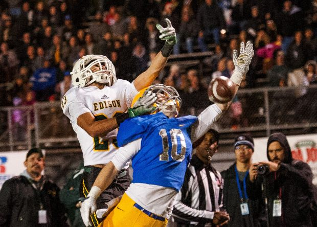 Edison safety E.J. Ginnis, left, tips the pass away from La Mirada wide receiver Chad Wilson in the fourth quarter of the CIF-SS Division 3 Championship in La Mirada in 2016. The Ginnis family was able to get a refund of $3,108 from recruiting service Playing for Envelopes. (Photo by Paul Rodriguez, Orange County Register/SCNG)