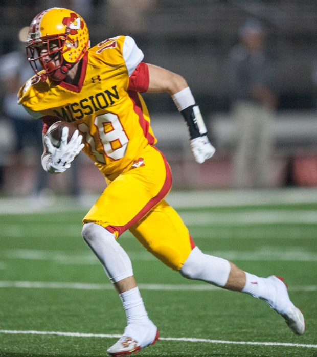 Mission Viejo's Austin Osborne has no one around him as he runs toward the end zone for a score during a game at Mission Viejo High School in Mission Viejo on Friday, October 14, 2016. (Photo by Matt Masin, Orange County Register, SCNG)