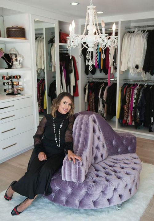 Kelly Dodd in closet.500
