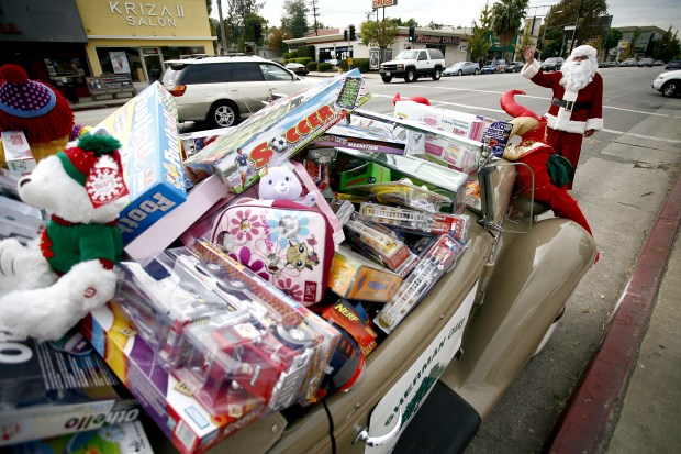 It's the season for toy drives in the San Fernando Valley. (Photo by Ernesto Elizarraraz/Los Angeles Daily News).