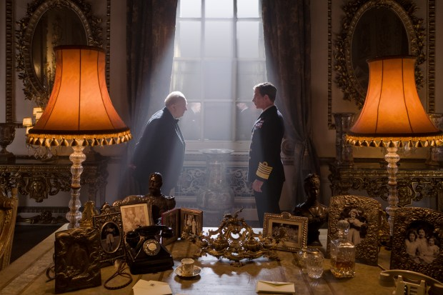 4106_D015_00585_R_CROPGary Oldman stars as Winston Churchill and Ben Mendelsohn as King George VI in director Joe Wright's DARKEST HOUR, a Focus Features release.Credit: Jack English / Focus Features