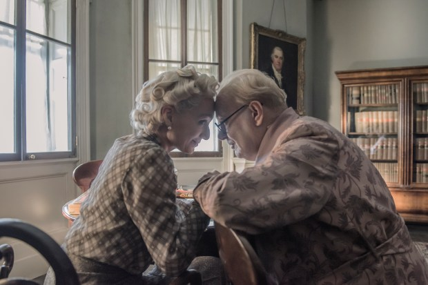 4106_D025_00081_R2_CROPKristin Scott Thomas and Gary Oldman star as Clementine and Winston Churchill in director Joe Wright's DARKEST HOUR, a Focus Features release. Credit: Jack English / Focus Features
