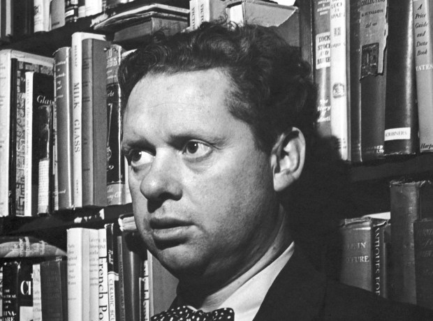 Welsh poet Dylan Thomas (1914 - 1953) stands in front of shelves of books at the Gotham Book Shop during a reception held in his honor, New York City, 1st May 1952. (Photo by G.D. Hackett/Getty Images)