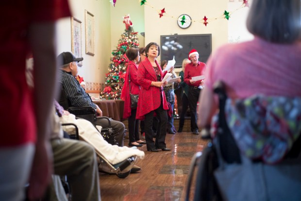Holiday Caroling Festivities presents their ÒAnnual L.A. Holiday CarolingÓ event singing at the West Hills Health & Rehabilitation Center in Canoga Park Sunday. More than 100 singers caroled at locations through out Canoga Park. ( Photo by David Crane, Los Angeles Daily News/SCNG)
