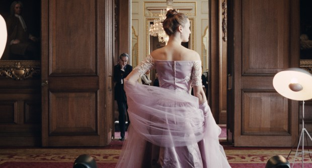 """Vicky Krieps stars as """"Alma"""" and Daniel Day-Lewis stars as """"Reynolds Woodcock"""" inwriter/director Paul Thomas Anderson's PHANTOM THREAD, a Focus Features release. Credit : Laurie Sparham / Focus Features"""