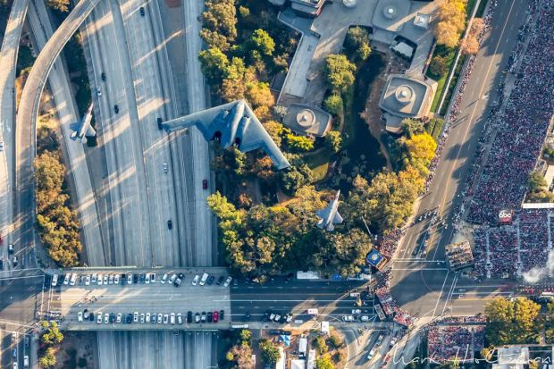 Photographer Mark Holtzman captured the B-2 Stealth Bomber flyover during the 2018 Rose Parade.