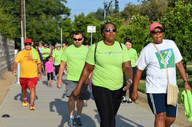 Desde la primera caminata en agosto pasado, mas de 500 personas se han unido al reto para alcanzar los 2 mil millones de pasos en un ano. (Alejandro Cano)