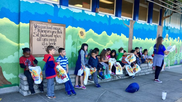 Roynon Elementary In La Verne Recognizes School Librarian