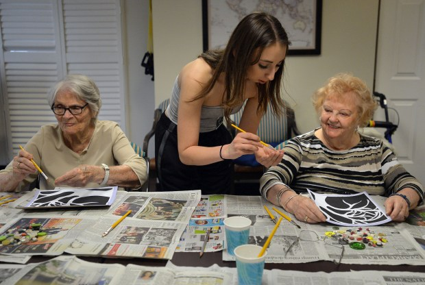 Izzy Sehon, center, helping Josephine Lancaster left and Natalie Pukszta, right at the Belmont Village of RPV, a senior living center. The students are members of the Principal's Advisory Committee (PAC) at Rancho Del Mar Continuation High School in Rolling Hills and they visit the seniors monthly with a new art project to engage in and spark conversations. Rolling Hills, March 6, 2018. Photo by Brittany Murray, Daily Breeze/SCNG