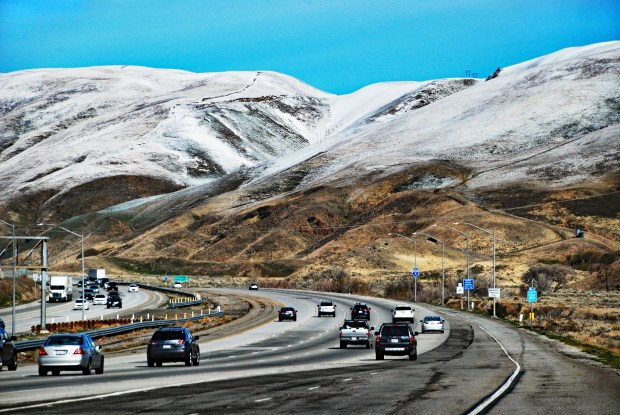 Cars going towards Gorman on Interstate 5 can see a breathtaking sight of snow in the mountains on the Grapevine at over 3,000 feet. The snow from this last snowfall is expected to be replenished by a stronger storm this week. (Photo by Mike Meadows for the Los Angeles Daily News)