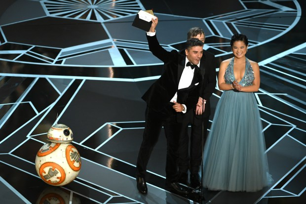 HOLLYWOOD, CA - MARCH 04: (L-R) BB-8, actors Oscar Isaac, Mark Hamill and Kelly Marie Tran speak onstage during the 90th Annual Academy Awards at the Dolby Theatre at Hollywood & Highland Center on March 4, 2018 in Hollywood, California. (Photo by Kevin Winter/Getty Images)