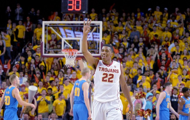 USC's De'Anthony Melton holds up three after a teammate hit a 3-pointer against UCLA in a men's basketball rivalry showdown in Los Angeles Wednesday, January 25, 2017. (Photo by Thomas R. Cordova, Daily News/SCNG)