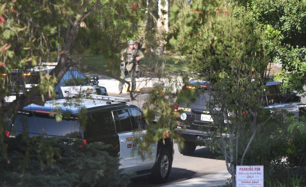 Long Beach Police and SWAT are on scene at 35th Street and Locust Avenue in Long Beach were a home tented for fumigation has been burglarized this morning, Wednesday, May 16, 2018. (Photo by Brittany Murray, Press Telegram/SCNG)