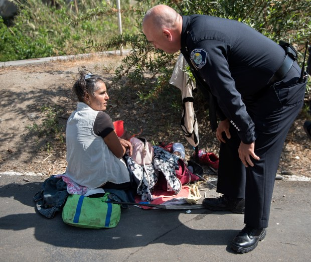 Santa Ana Deputy Chief Ken Gominsky chats with Tina Mills about her living situation near Main Street in Santa Ana. His team of officers try to get transients into shelters and off the streets. (Photo by Mindy Schauer, Orange County Register/SCNG)