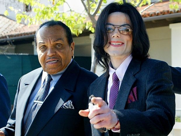 Michael Jackson, right, gestures as he and his father, Joe Jackson, depart the Santa Maria Superior Court during Michael's child molestation trial on March 8, 2005. (Photo by Kimberly White-Pool/Getty Images)