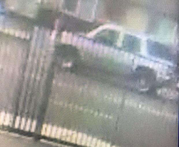 La Patrulla de Caminos de California publicó una imagen de un vehículo que los oficiales creen que atropelló a una niña de 14 años cuando caminaba a la escuela el viernes 28 de septiembre en San Bernardino. (Cortesía de la Patrulla de Caminos de California)