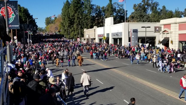 Rose Parade float breaks down, causes backup