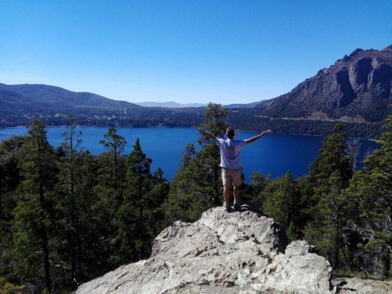 paesaggio dalla montagna sul lago a Bariloche in argentina