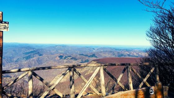 panchina sul Monte Falco trekking a piedi parco foreste casentinesi