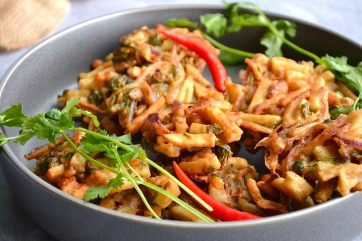 Light and crispy veggie pakoras