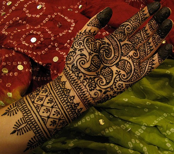 Latest Eid ul Adha Mehndi Designs 2014-15 For Asian Girls (2)