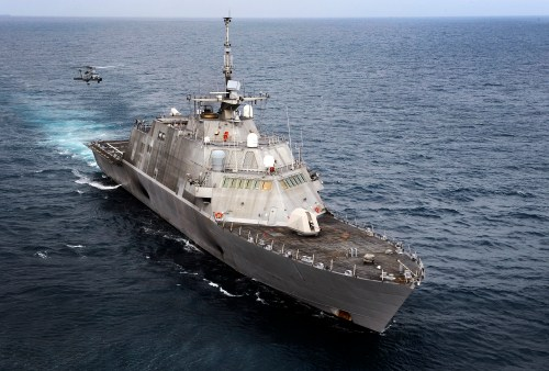 The gray hull of littoral combat ship Freedom is giving way to exhaust. // U.S. Navy
