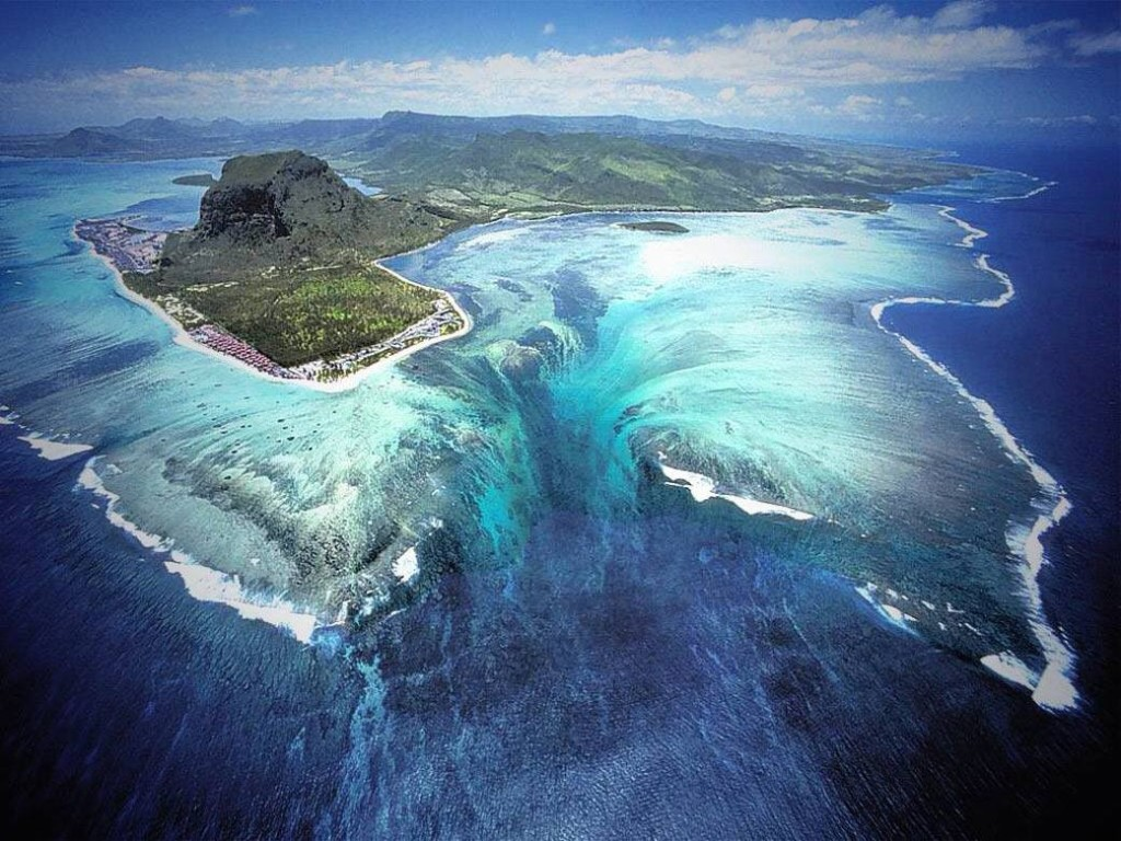 Underwater Waterfall in Mauritius, Le Morne