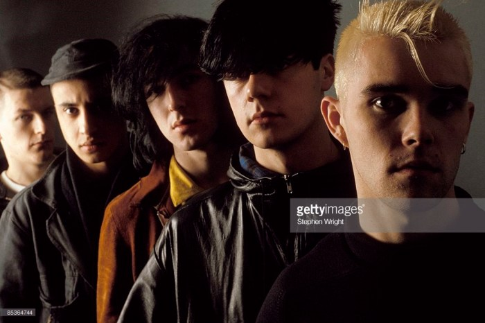 manchester-rock-group-the-stone-roses-circa-1985-left-to-right-andy-picture-id85364744