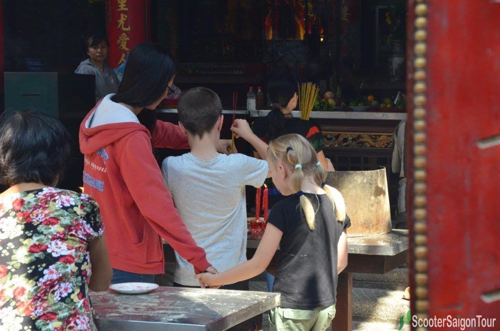 pray at thien hau temple on motorbike tour in saigon