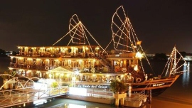 Private Saigon Water Puppet Show & Dinner on Cruise Tour by Car/Motorbike