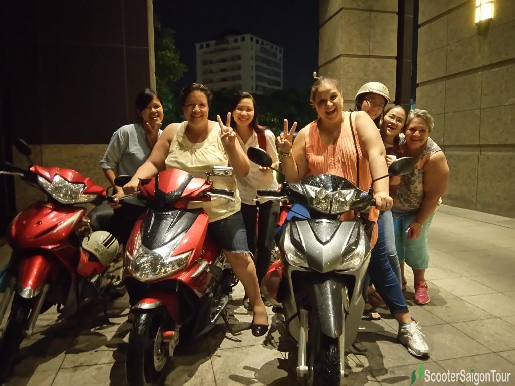 saigon motorbike tour by night 3