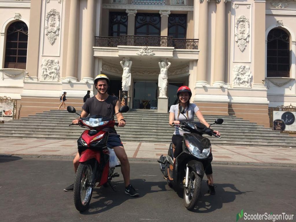 saigon sightseeing tour and street food by motorbike