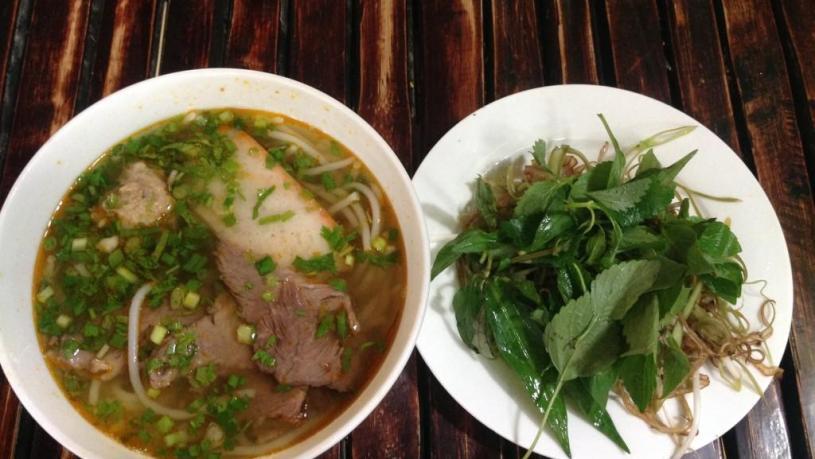 Vietnamese noodle soups - bun bo ganh