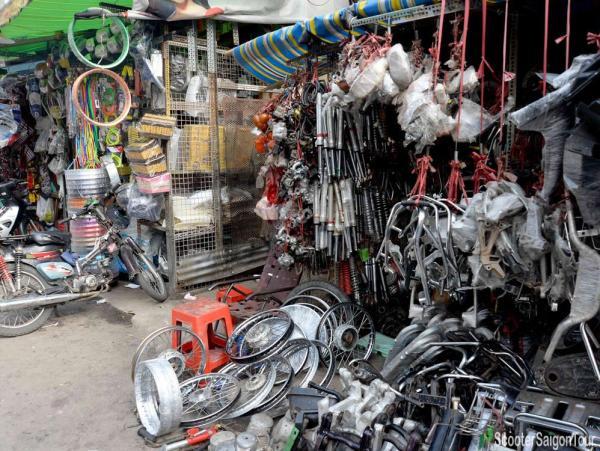 tan thanh motorbike accessories market in saigon - Saigon hidden markets