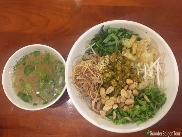 Steamed Rice With Baby Clams In Hue Or Com Hen (2)