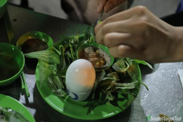 How To Eat Boiled Fermented Duck Egg In Vietnam 2
