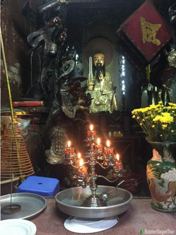 Inside Ngoc Hoang Pagoda Or Jade Emperor Pagoda (10)