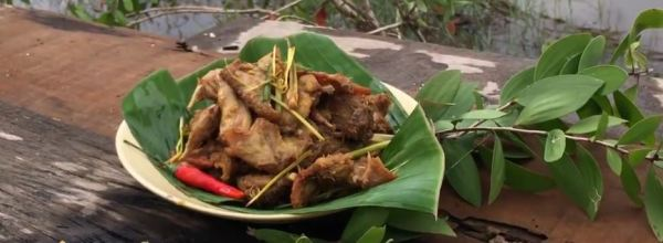 Fried wild mouse with lemongrass and chili pepper