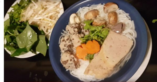 Rice noodle soup with pepper