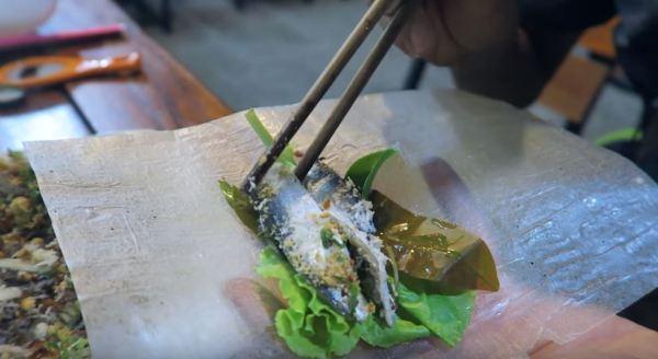 Wrap Phu Quoc sardinella salad in rice paper