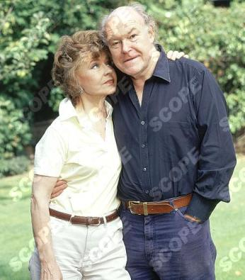 Prunella Scales and husband Timothy West REF NO : 70579PR MUST C